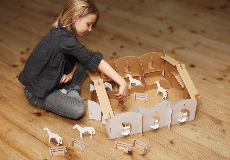 na archiwalnym zdjęciu pierwszy prototyp zabawki podczas testów